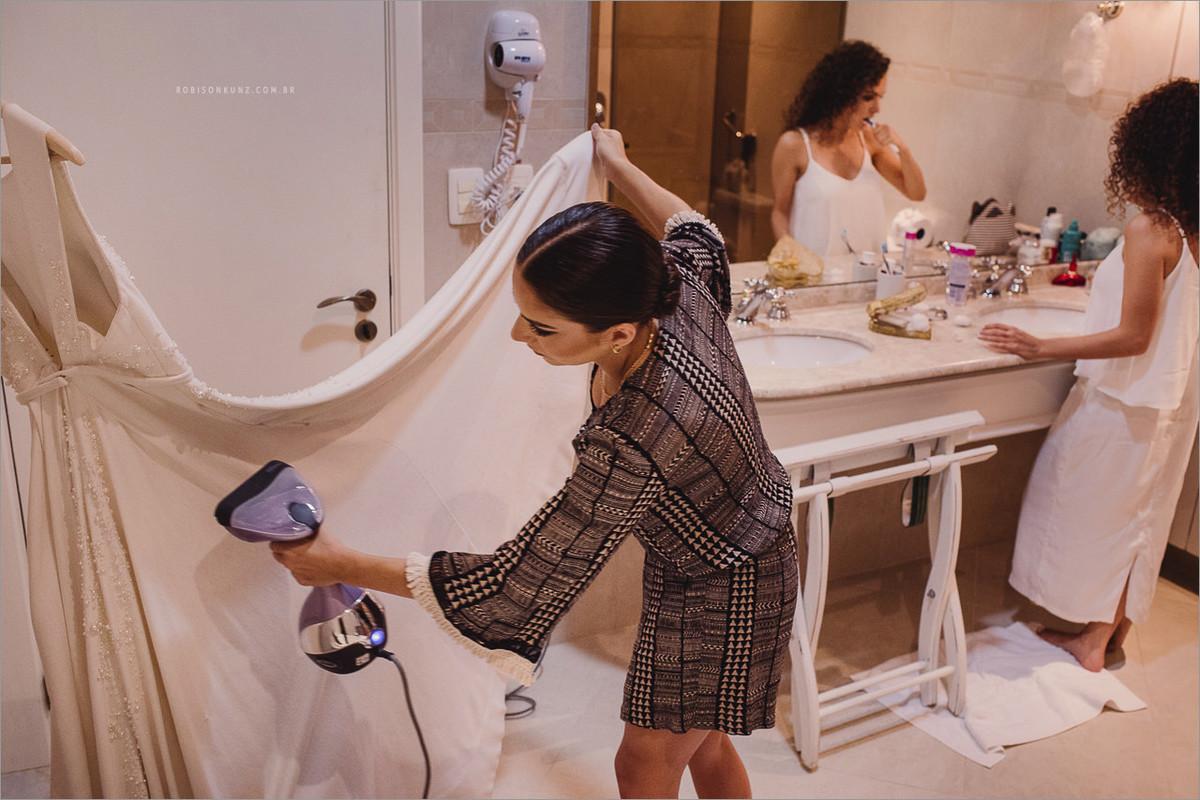 noiva escovando os dentes