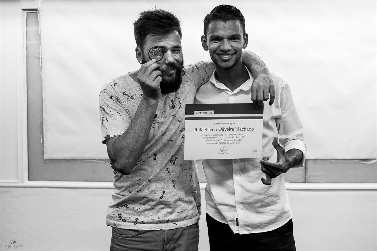 robison kunz entregando certificado