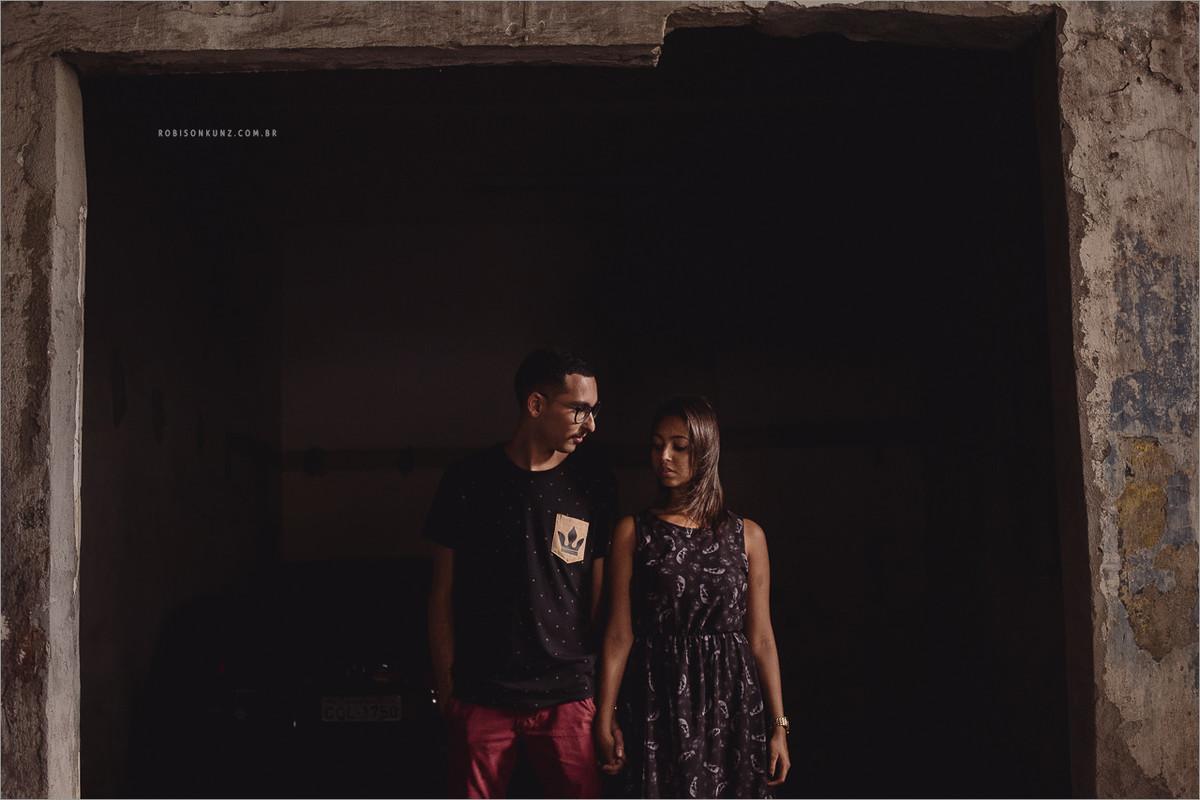ensaio de casal em prédio abandonado
