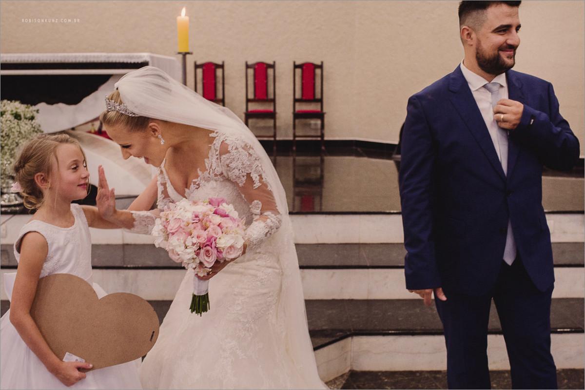 noiva e aia sorrindo no casamento