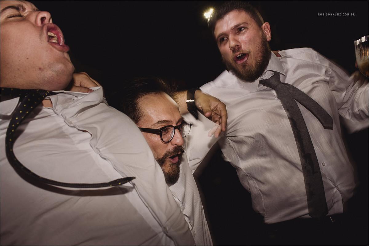 pulando na festa de casamento