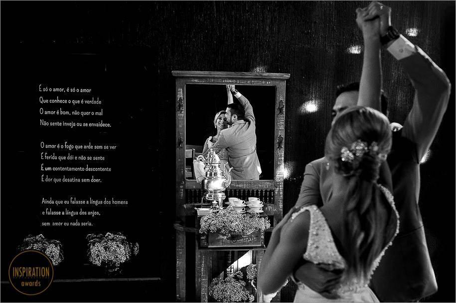 noivos dançando sua coreografia em bento bonçalves