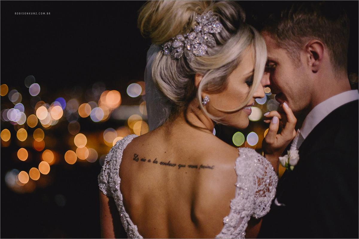 foto diferente de noivos