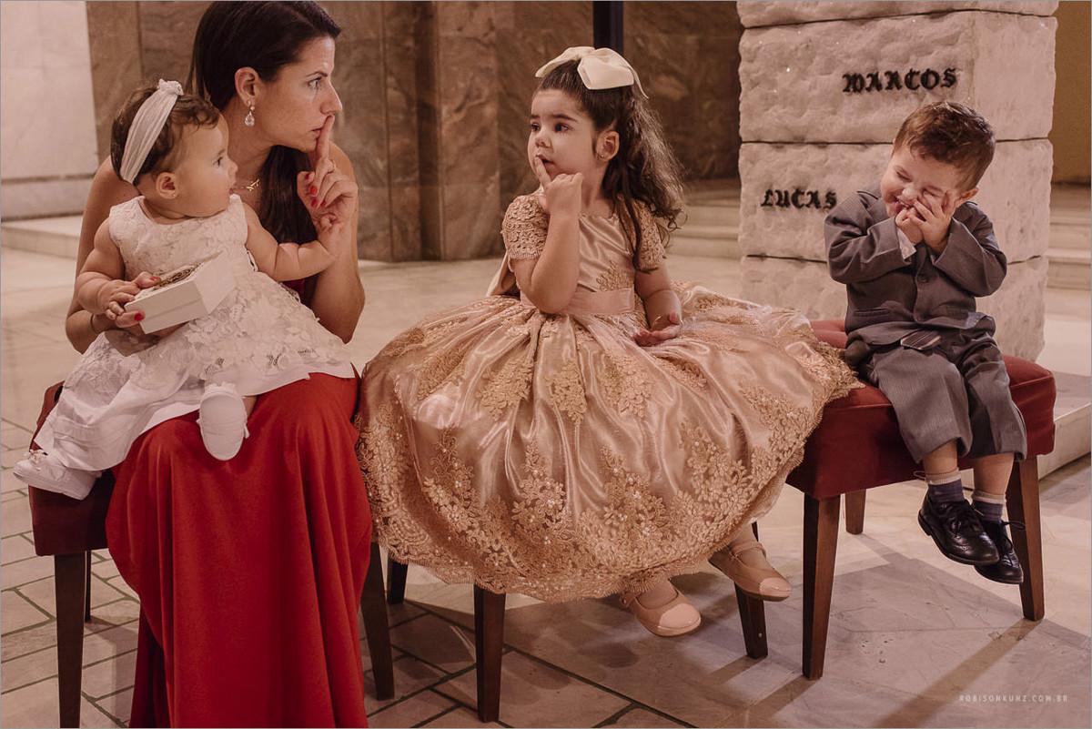 crianças na cerimonia de casamento