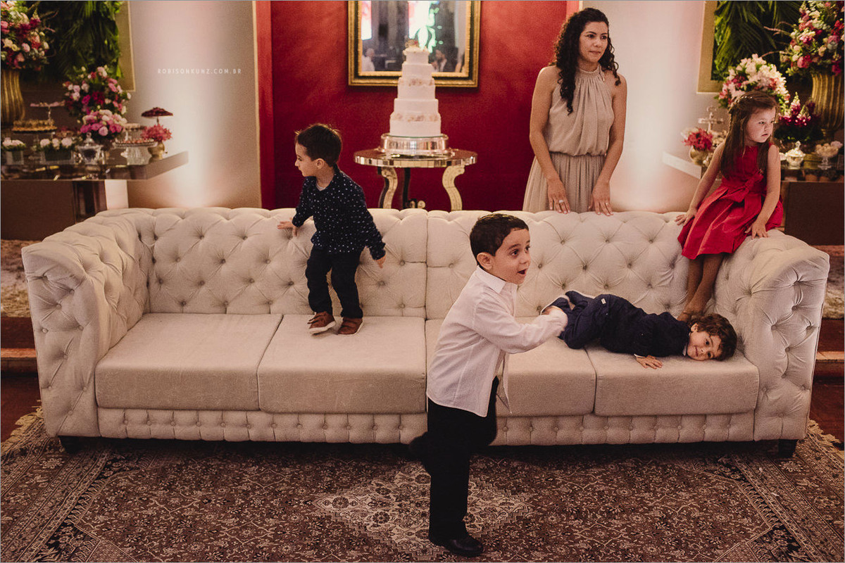 crianças brincando no casamento rs