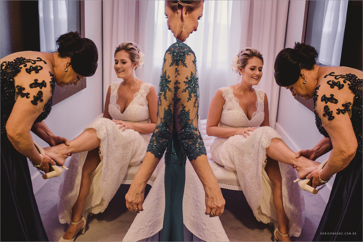 foto diferente mae e sogra vestindo a noiva