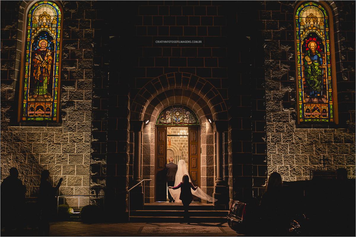 caroline-e-luciano-casamento-serra-gacuha-fotografia-casamento-rs-casamento-gramado-gramado-casamento-serra-gaucha-robison-kunz-fotos-diferente-casamento-casamento-igreja-gramado-cassia-schmitt-fotos-casamento-diferente