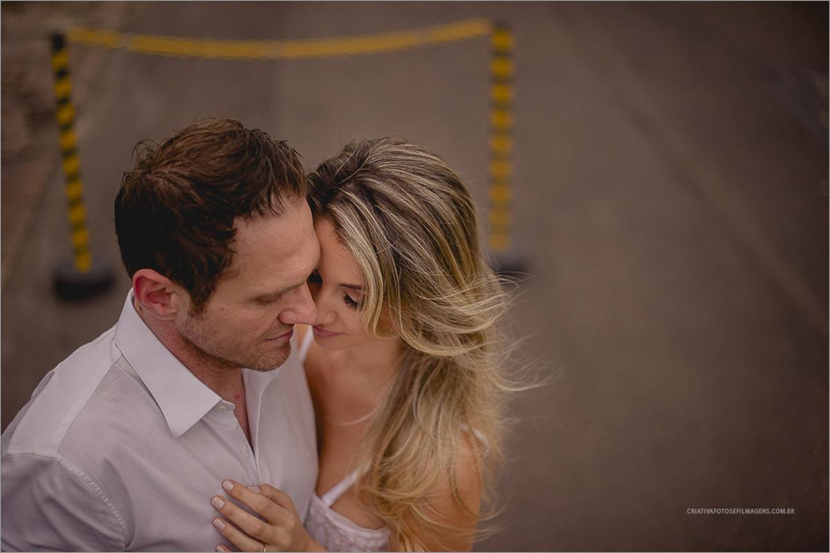 carolina-e-rodrigo-pré-casamento-ensaio-antes-do-casamento-fotos-casal-na-praia-pre-casamento-praia-ensaio-de-noivos-praia-noiva-linda-fotos-espontaneas-fotos-noivos-prara-xangri-la-robison-kunz-fotografia-rs-fotografo-nh