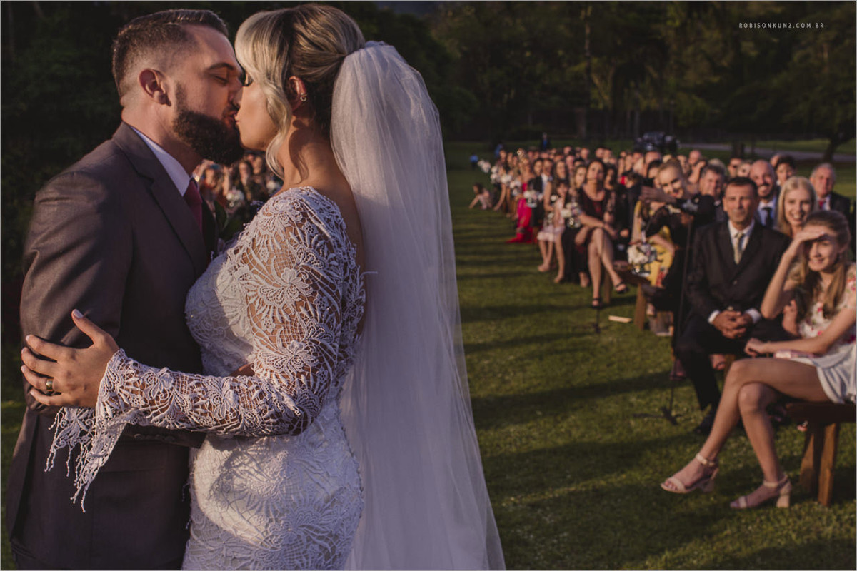 beijo dos noivos casamento Ok center