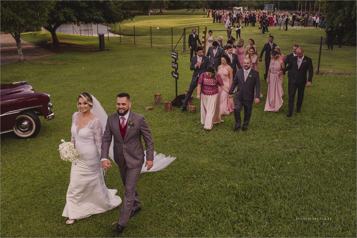 saida dos noivos casamento de dia oK center