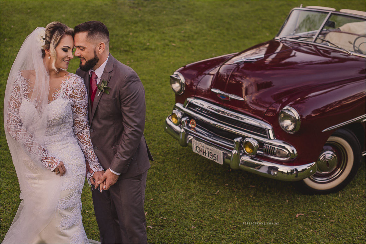 fotos noivos com carro antigo
