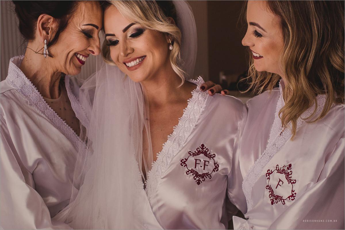 noiva, mae e irmã
