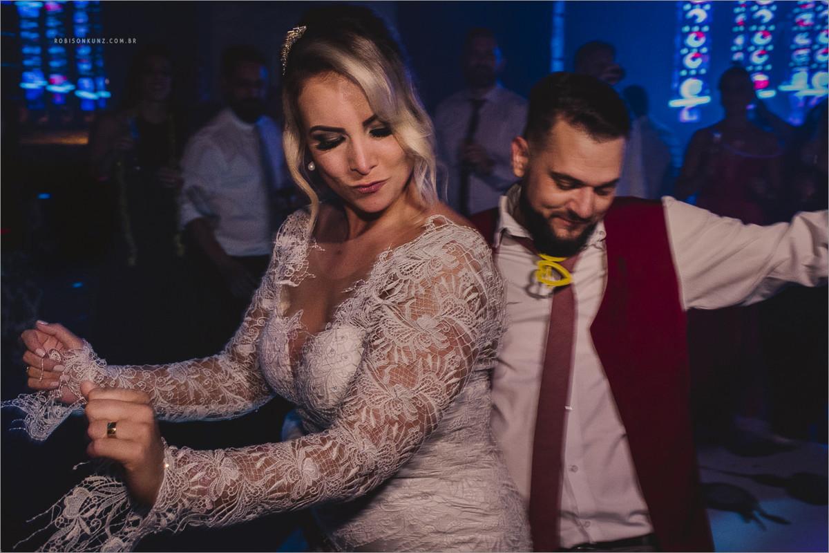 noivos dançando sertanejo