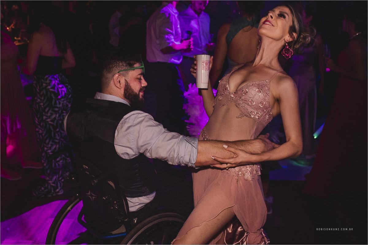 cadeirante dançando sertanejo