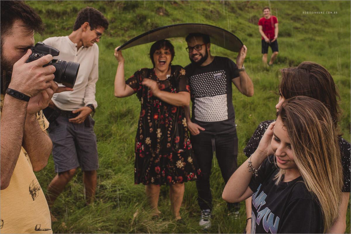 ensaio de casal na chuva