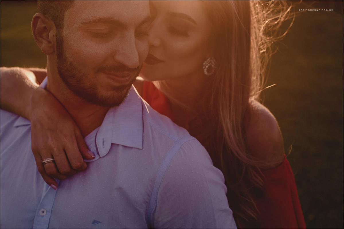 ensaio romantico de casal no por do sol