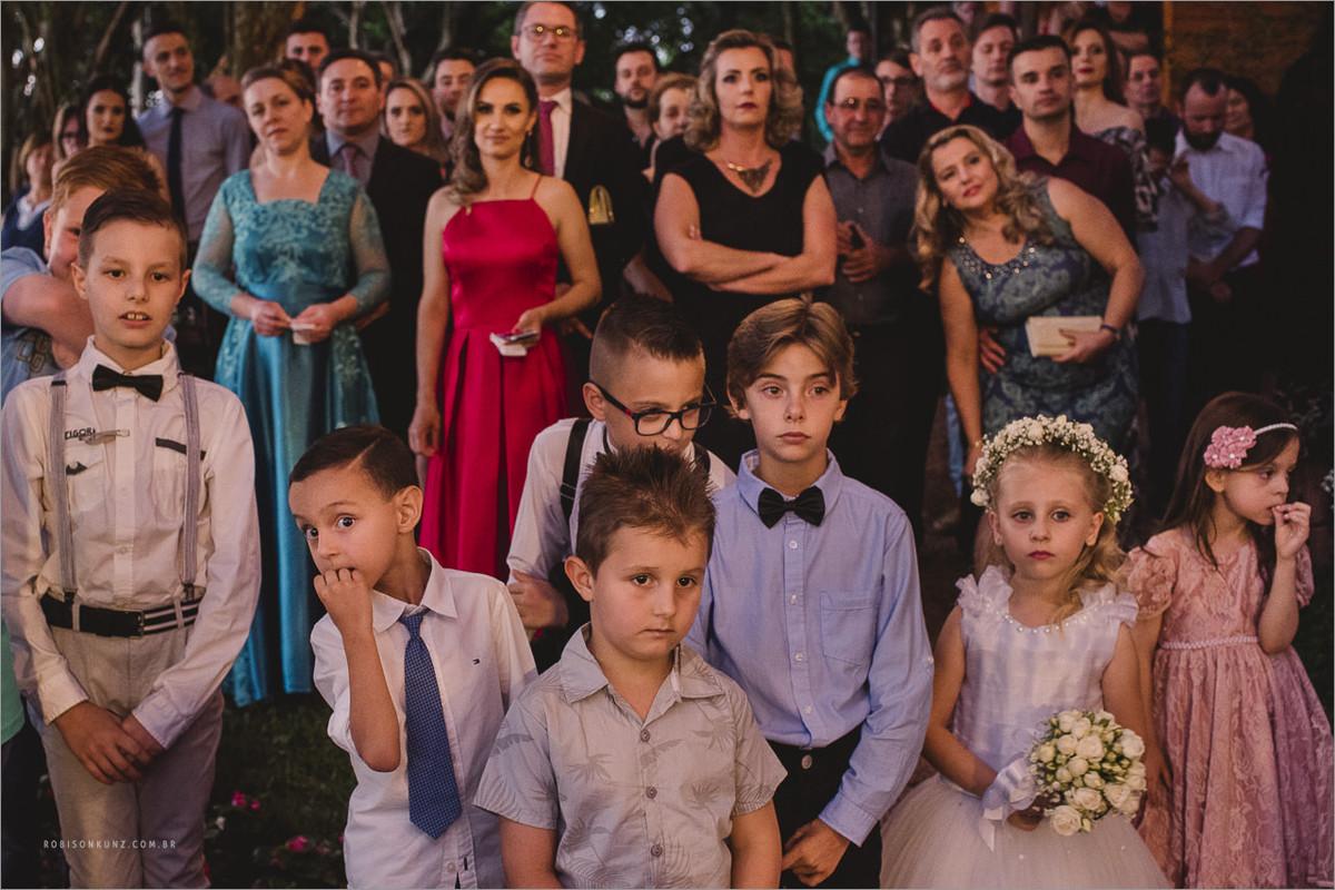 crianças no casamento de dia