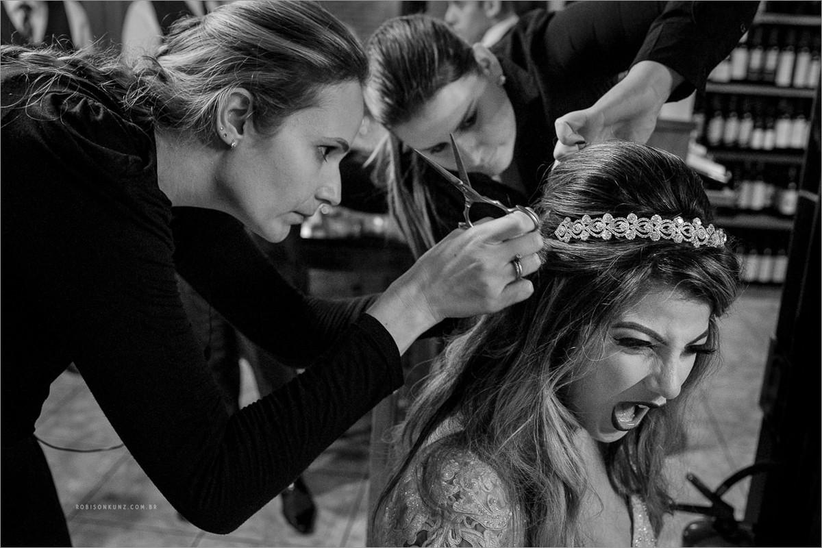 trocando o penteado da noiva