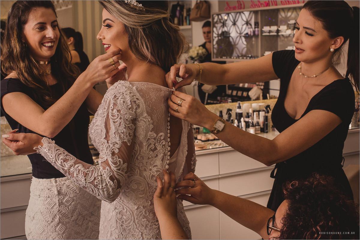 vestindo a noiva
