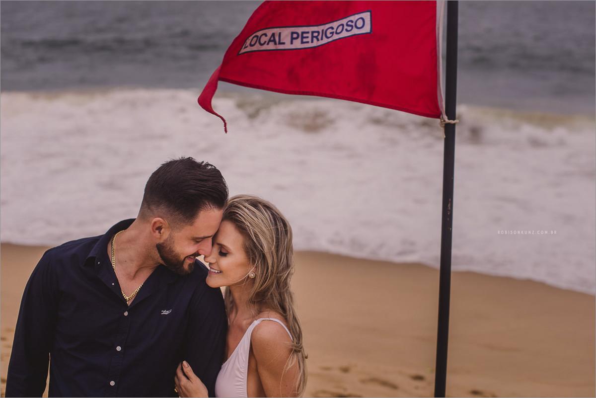 fotos de casal na praia do estaleirinho