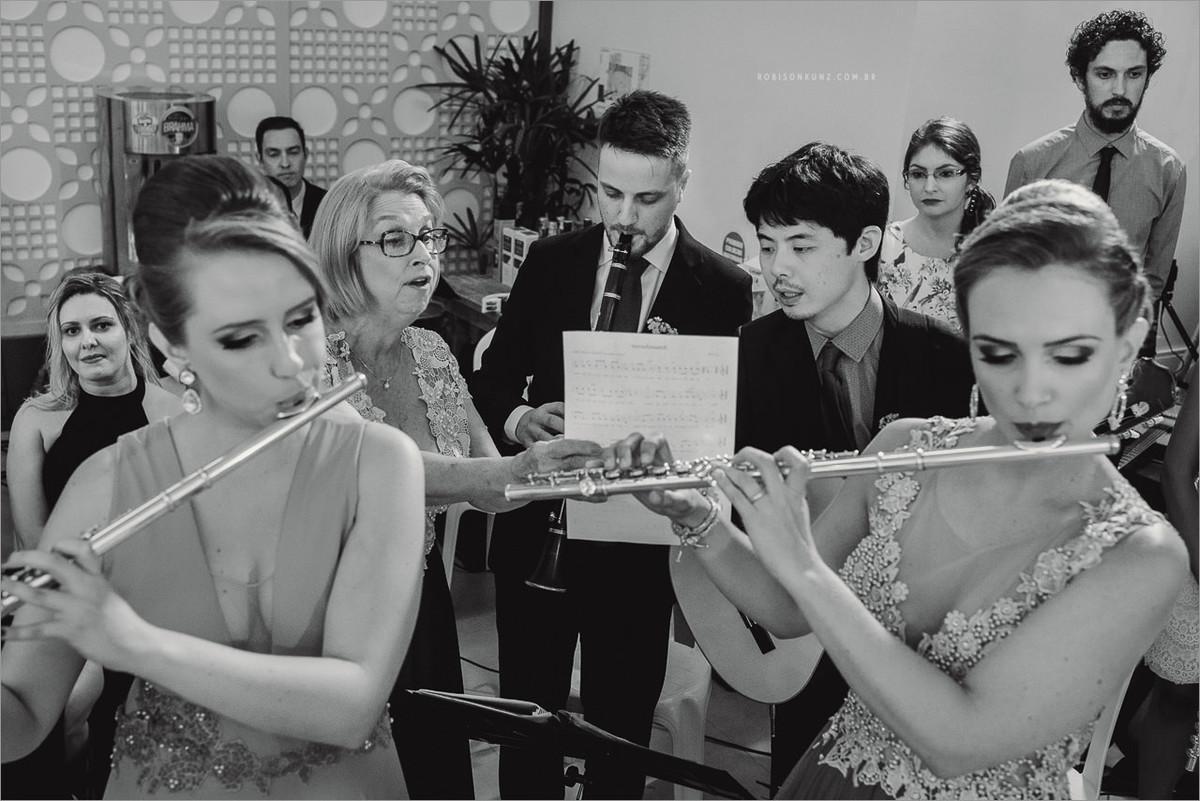 familia tocando no casamento