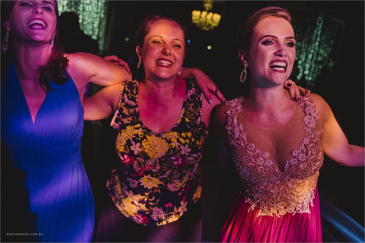 madrinhas da noiva dançando