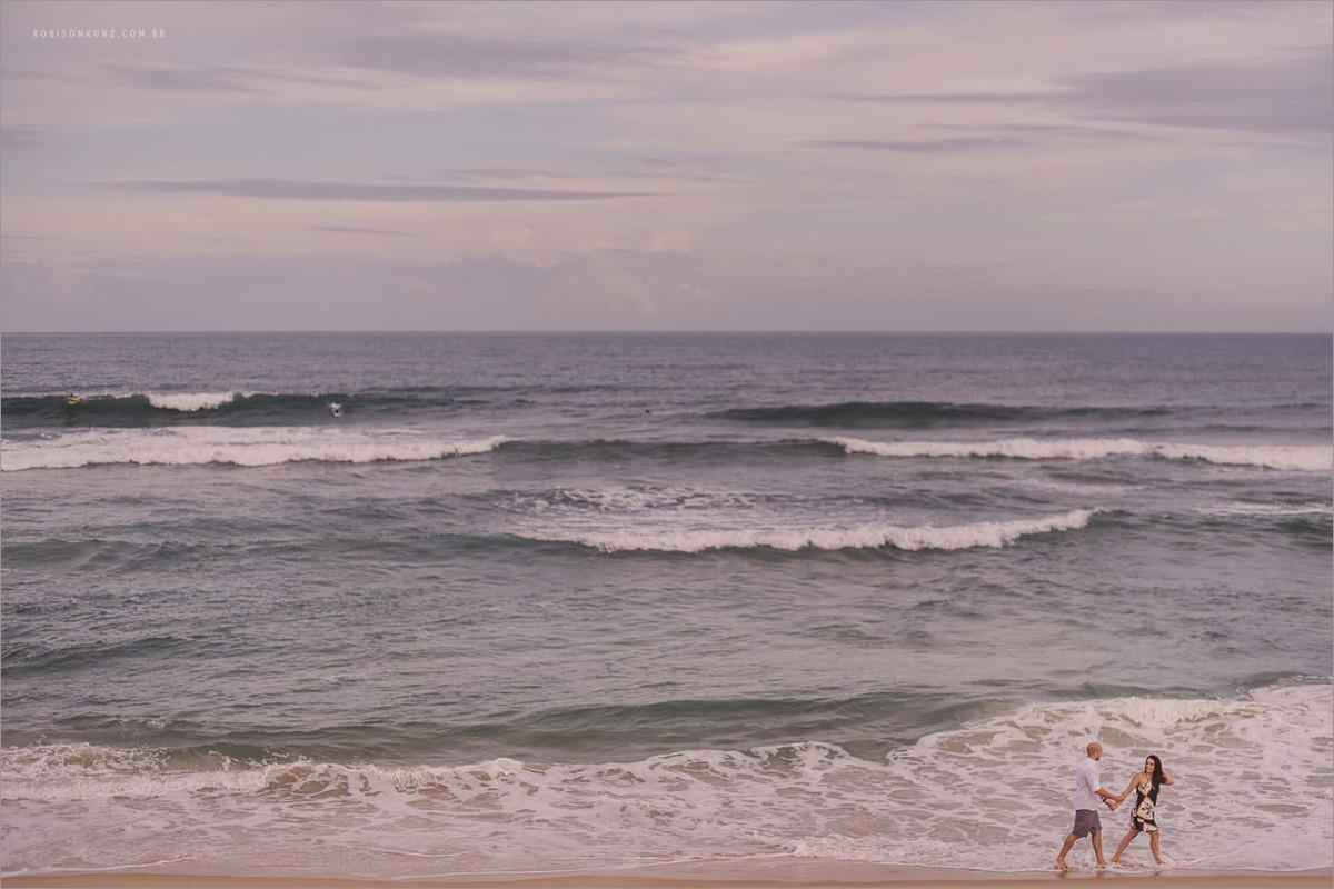 ensaio de casal na beira do mar de floripa