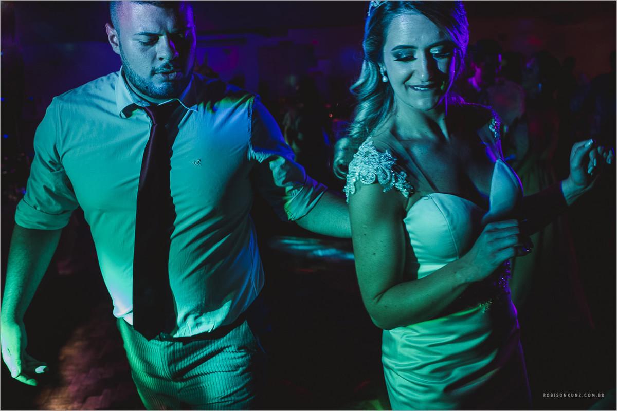 festa de casamento com bastante luz