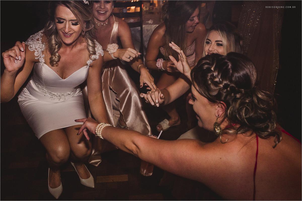 noiva dançando até o chão