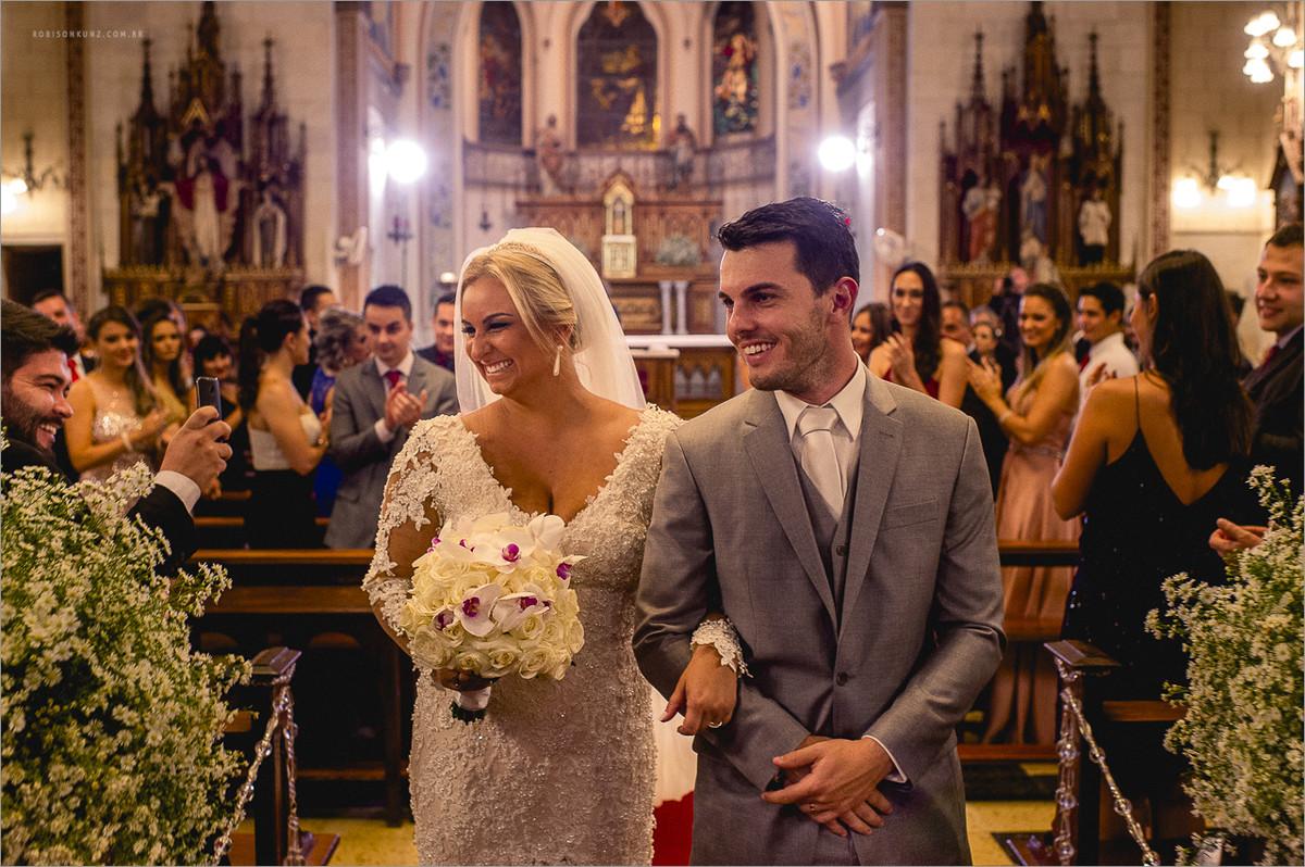 saida dos noivos da igreja