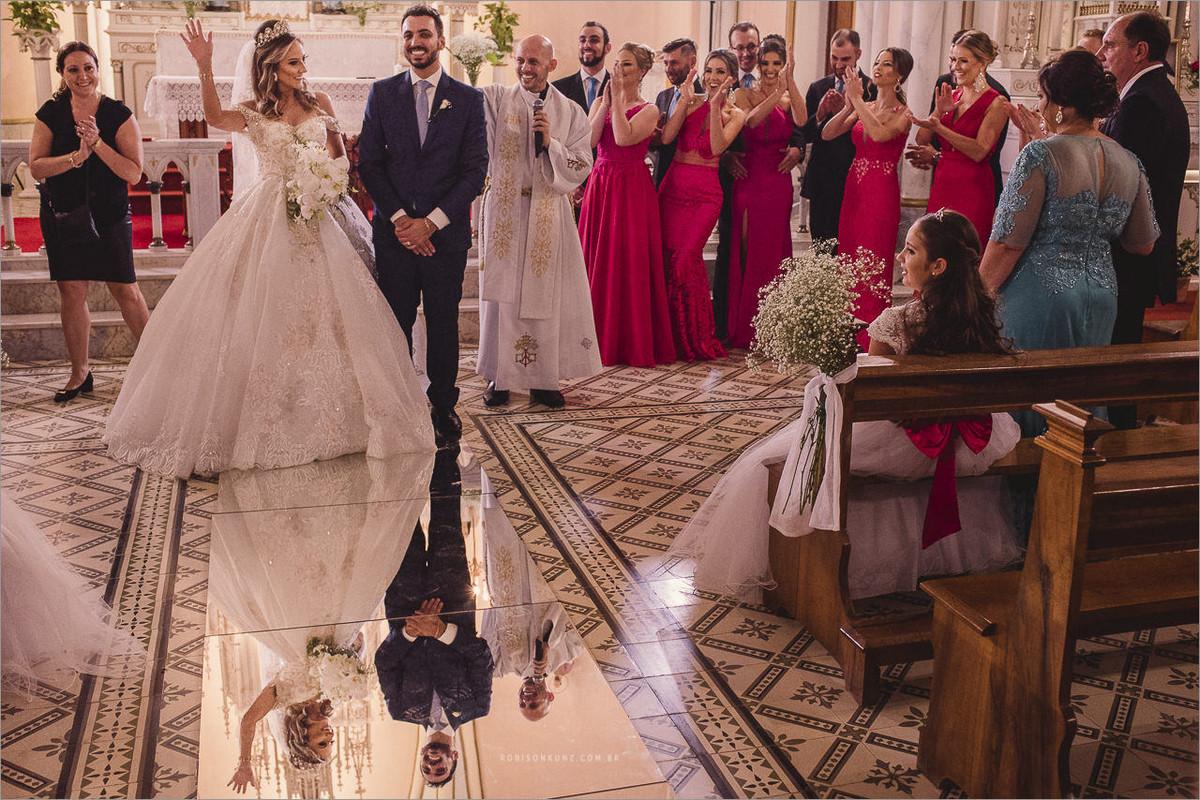 igreja com espelho no chão