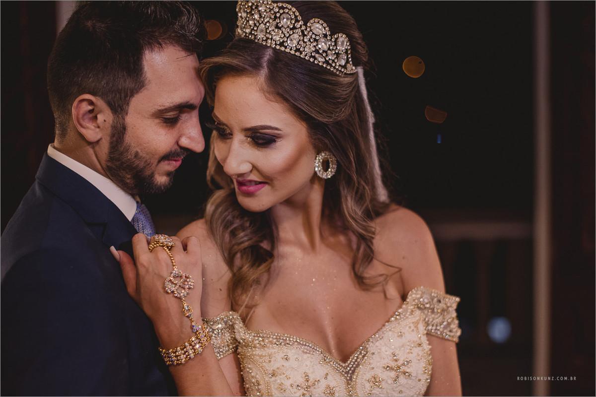 foto dos noivos logo após a cerimonia