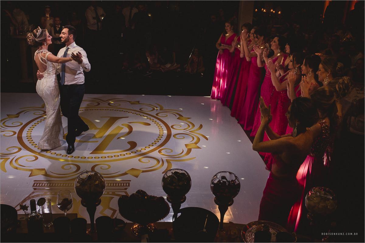 coreografia dos noivos com os padrinhos