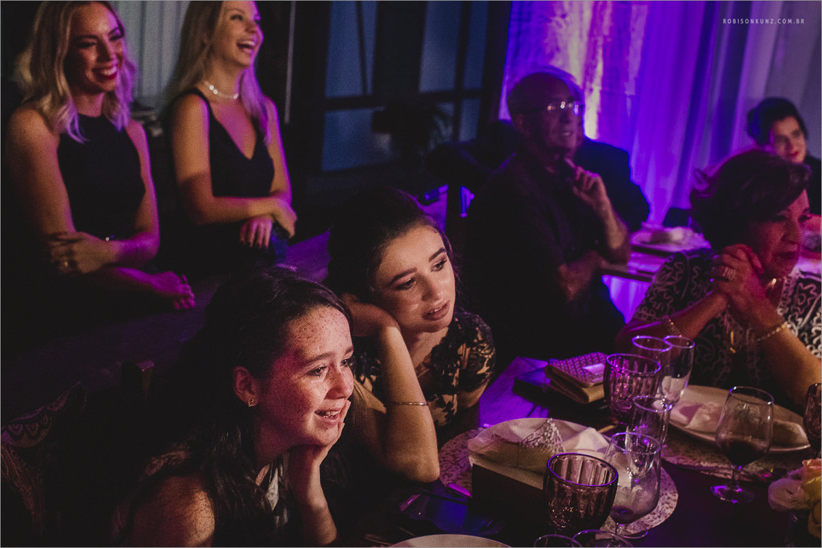 meninas emocionadas no casamento
