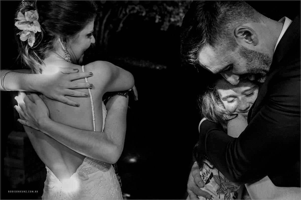 cumprimentos dos noivos com emoção