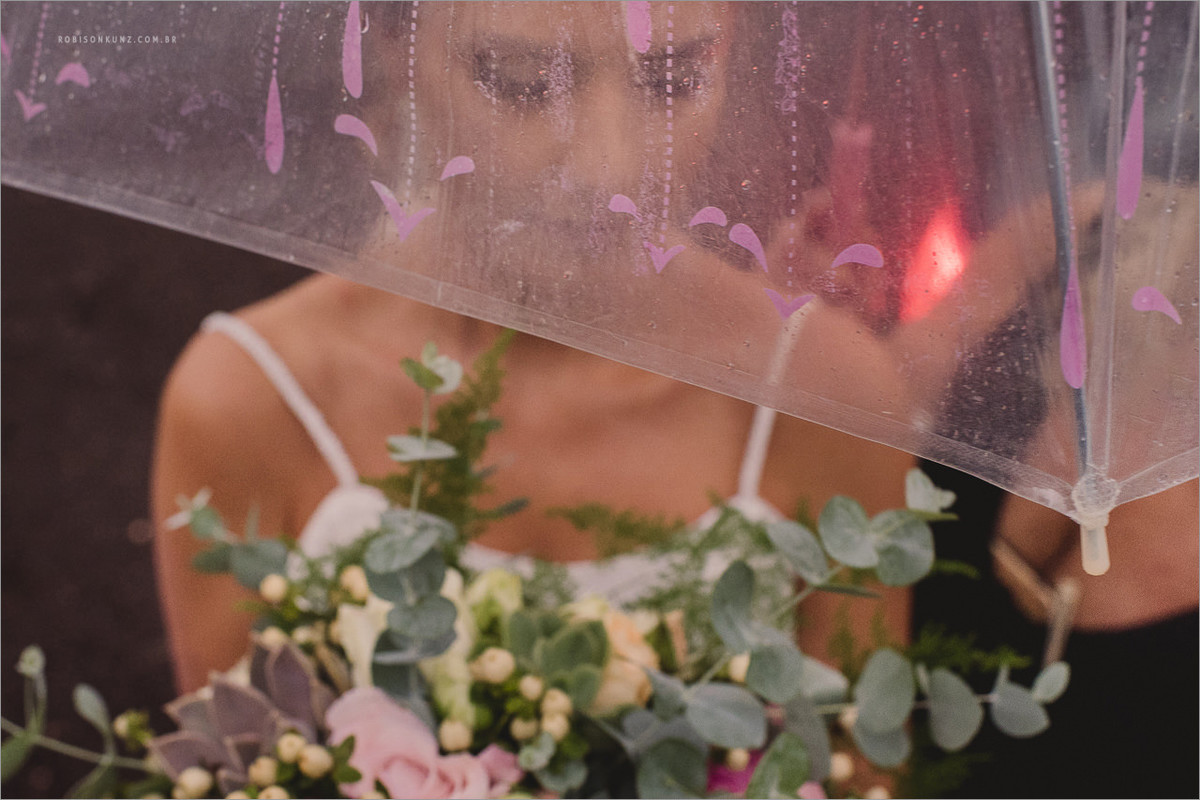 noiva com guarda-chuva