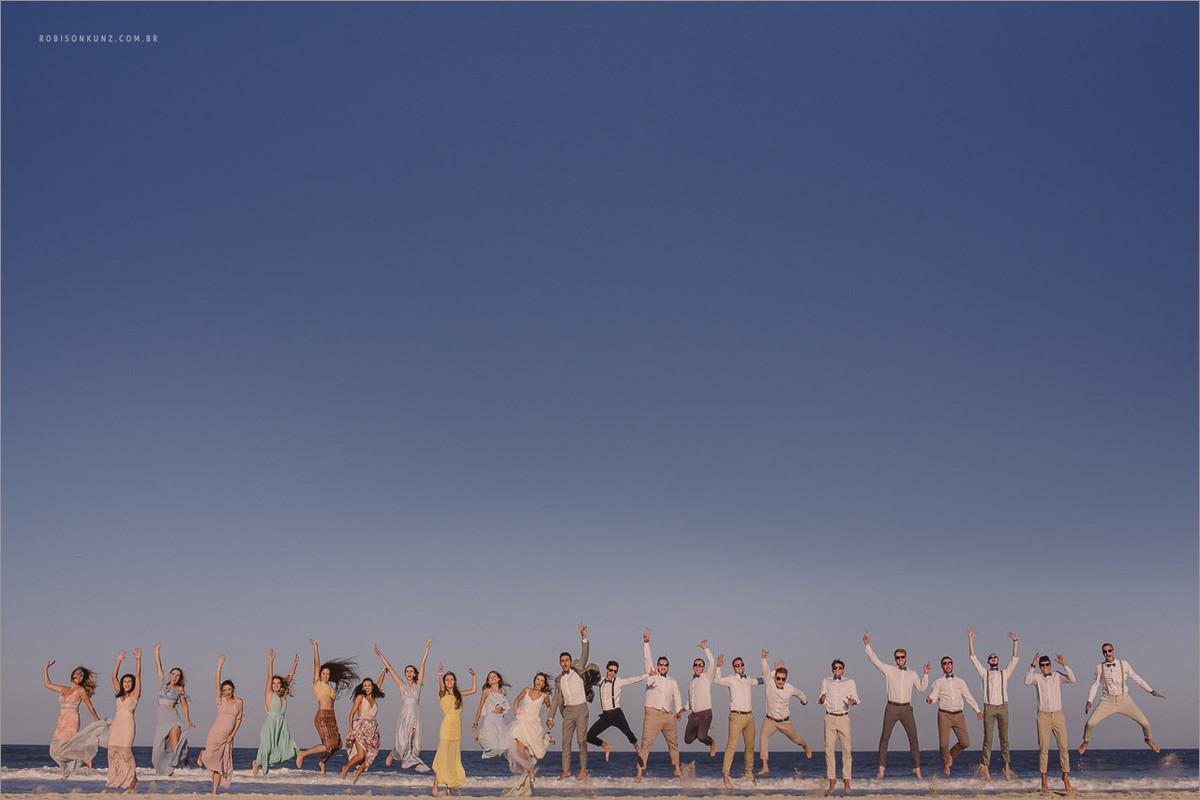 foto dos padrinhos na beira do mar