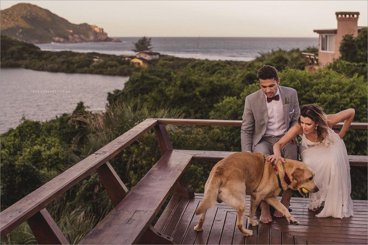 noivos e seu cachorro praia do rosa