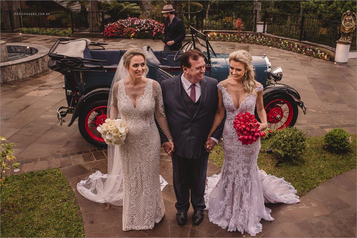 pai e suas duas filhas noivas