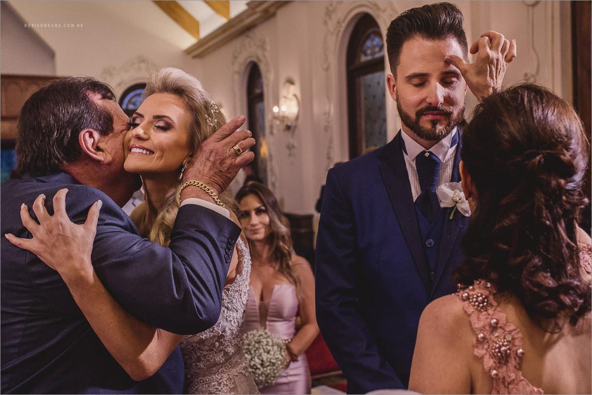 benção dos pais durante a cerimonia
