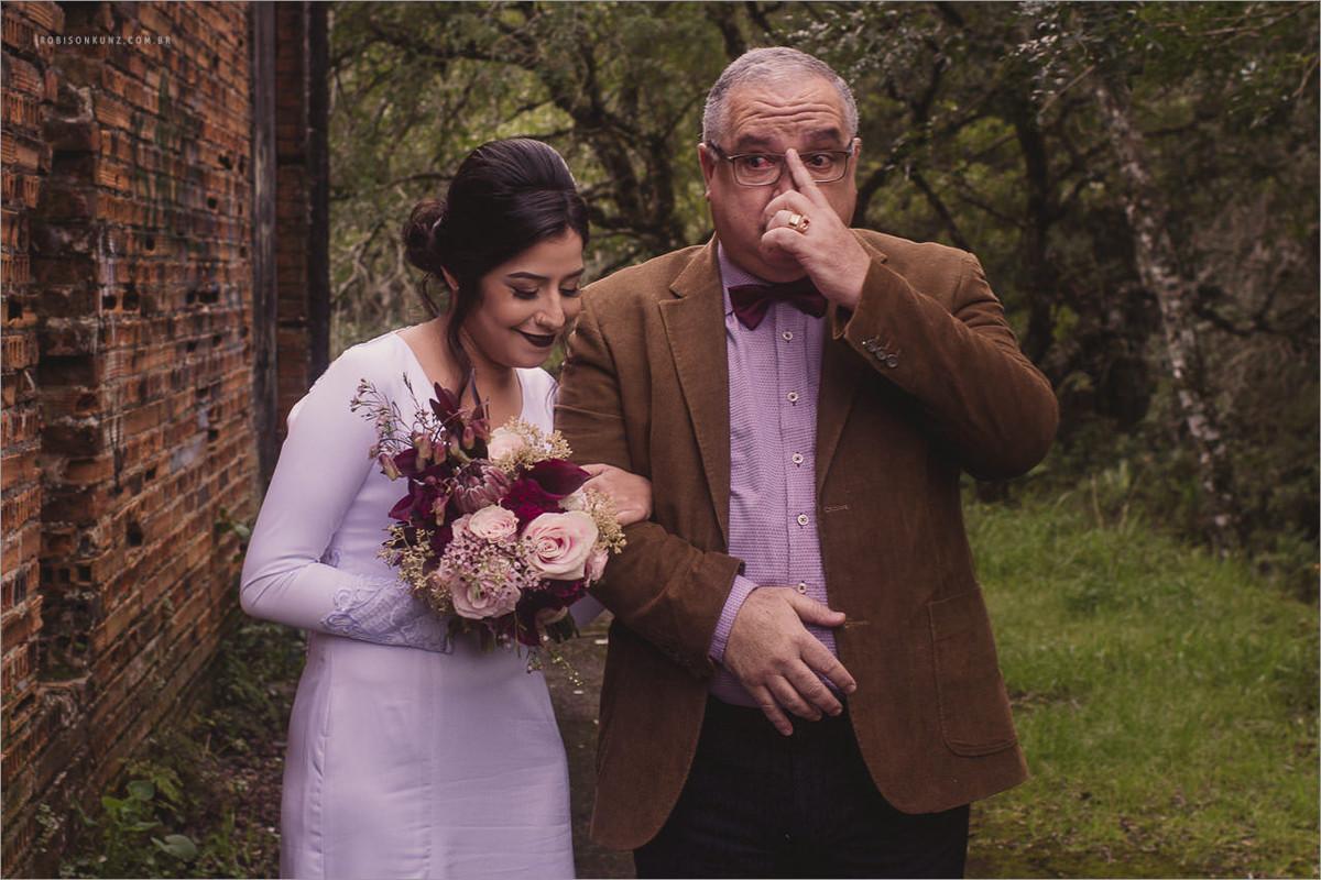 pai emocionado na entrada da filha