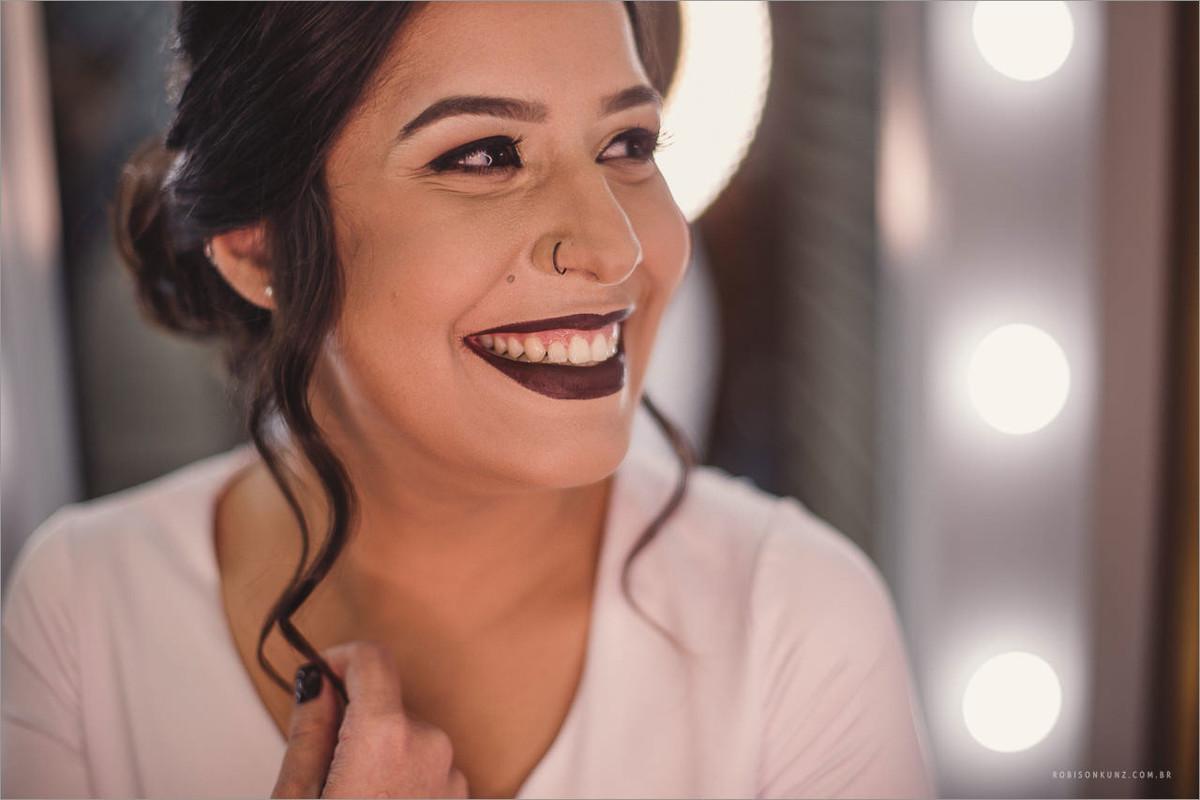 foto da noiva pronta sorrindo