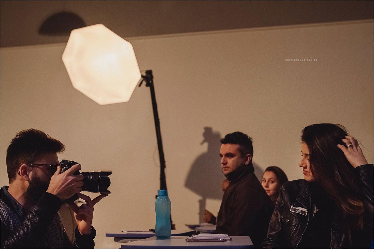 aula de fotografia com robison kunz em seu estudio