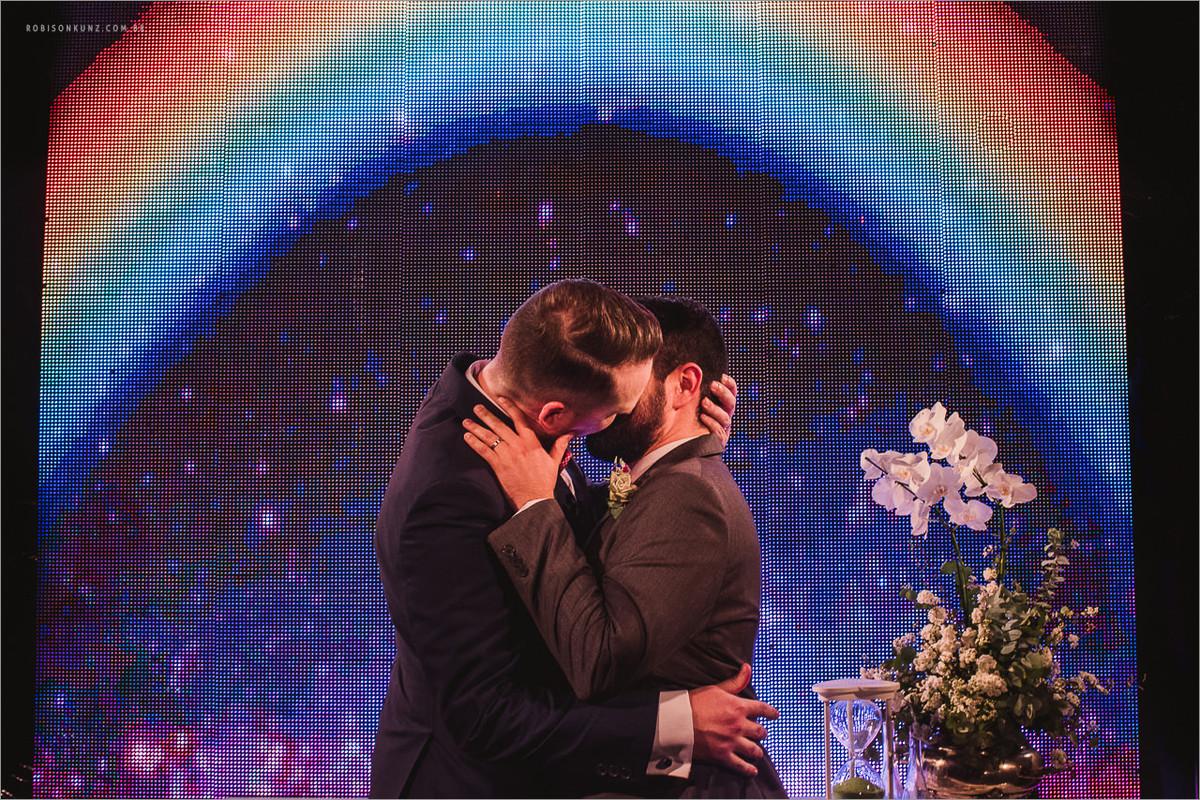 beijo gay no casamento