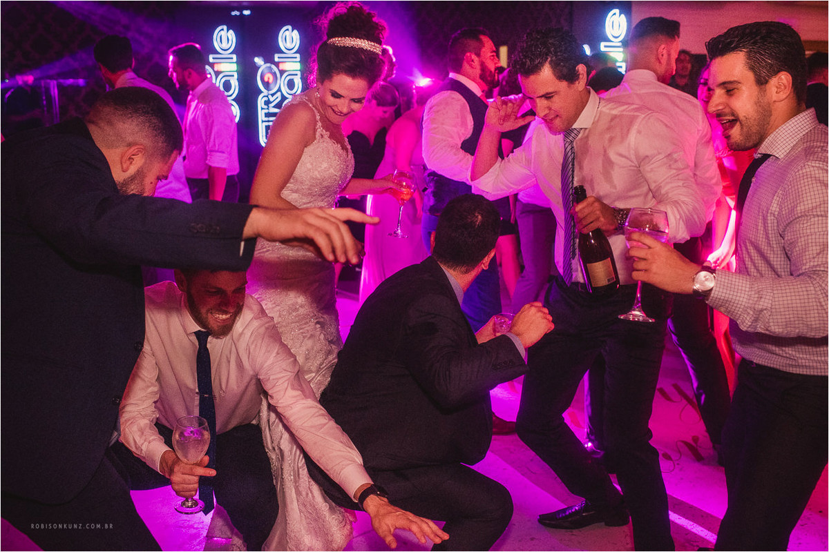 convidados dançando