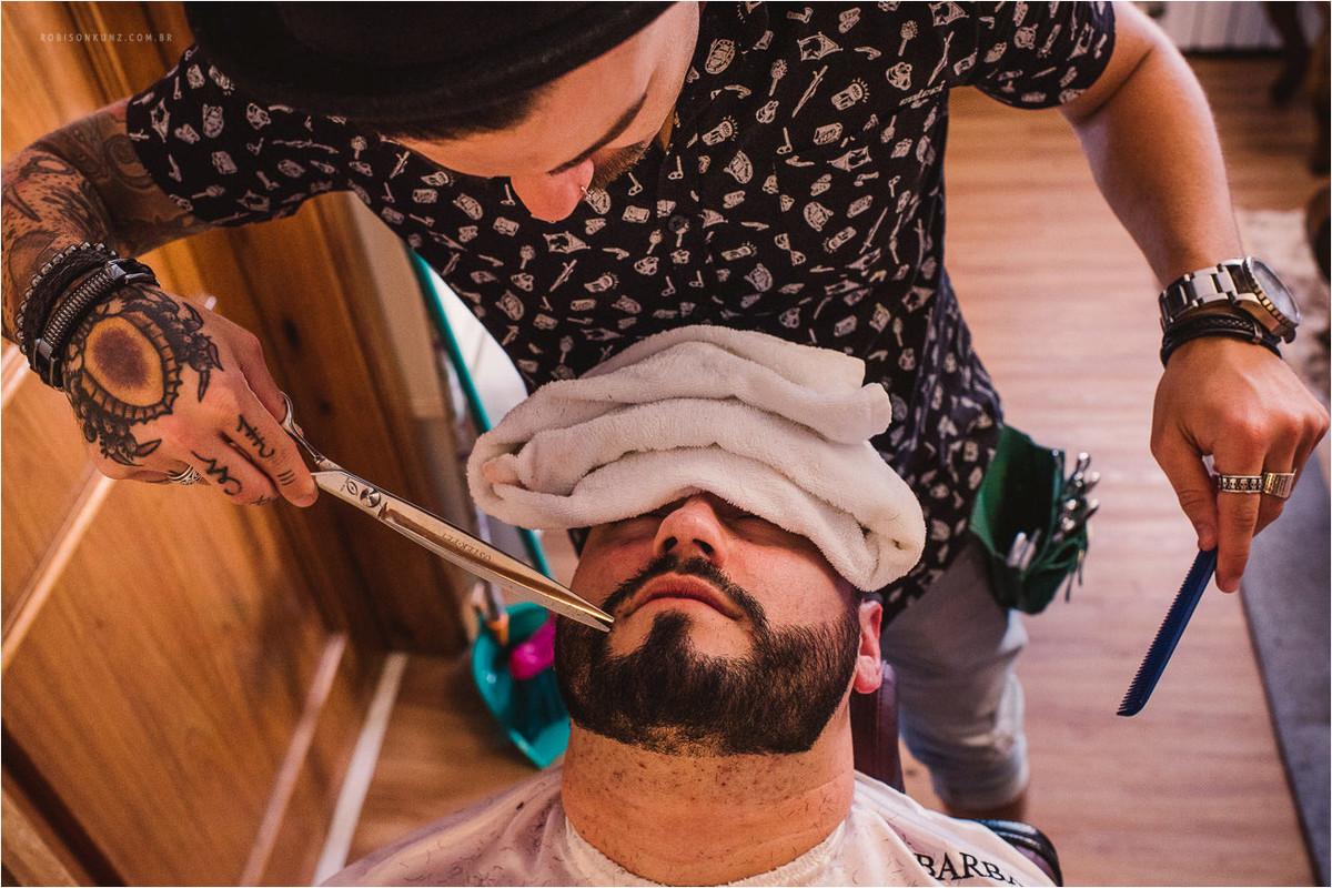 noiva fazendo a barba