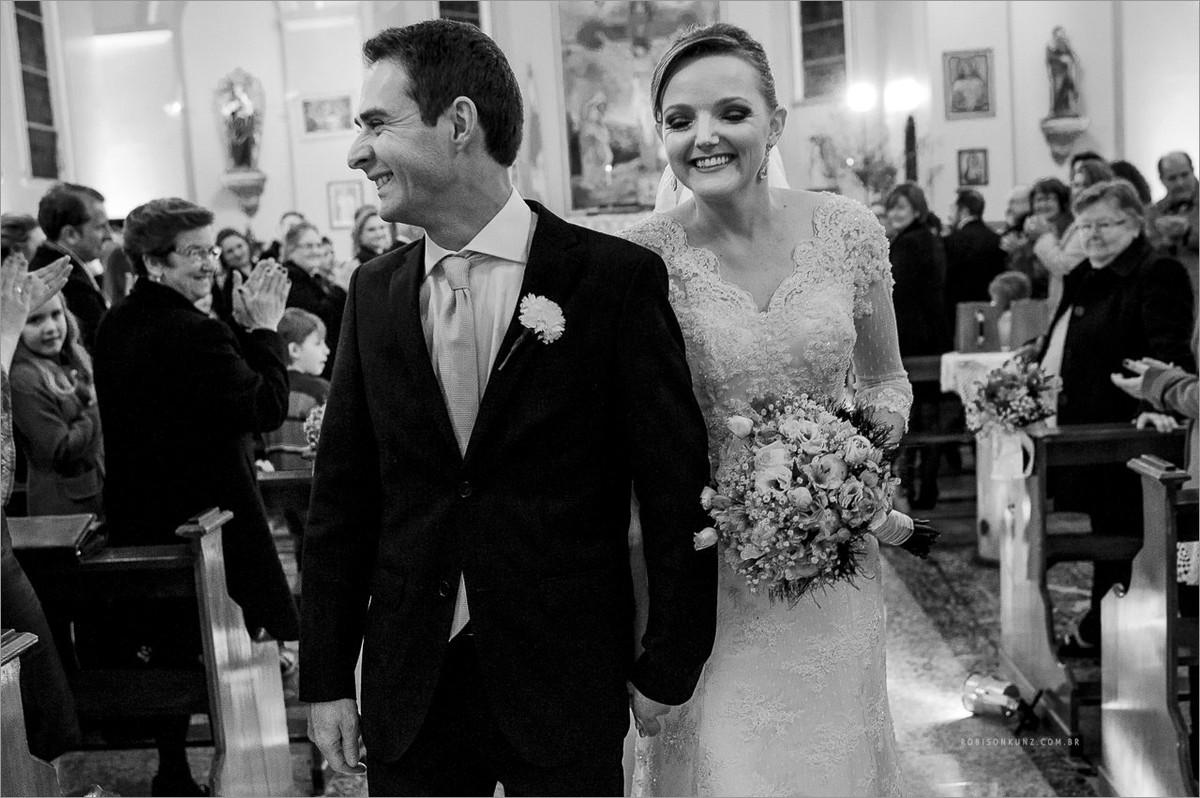 saida dos noivos no casamento