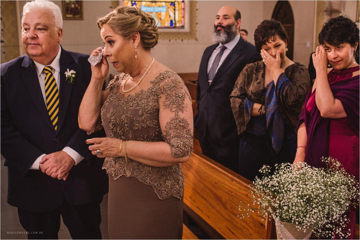 pais chorando no casamento