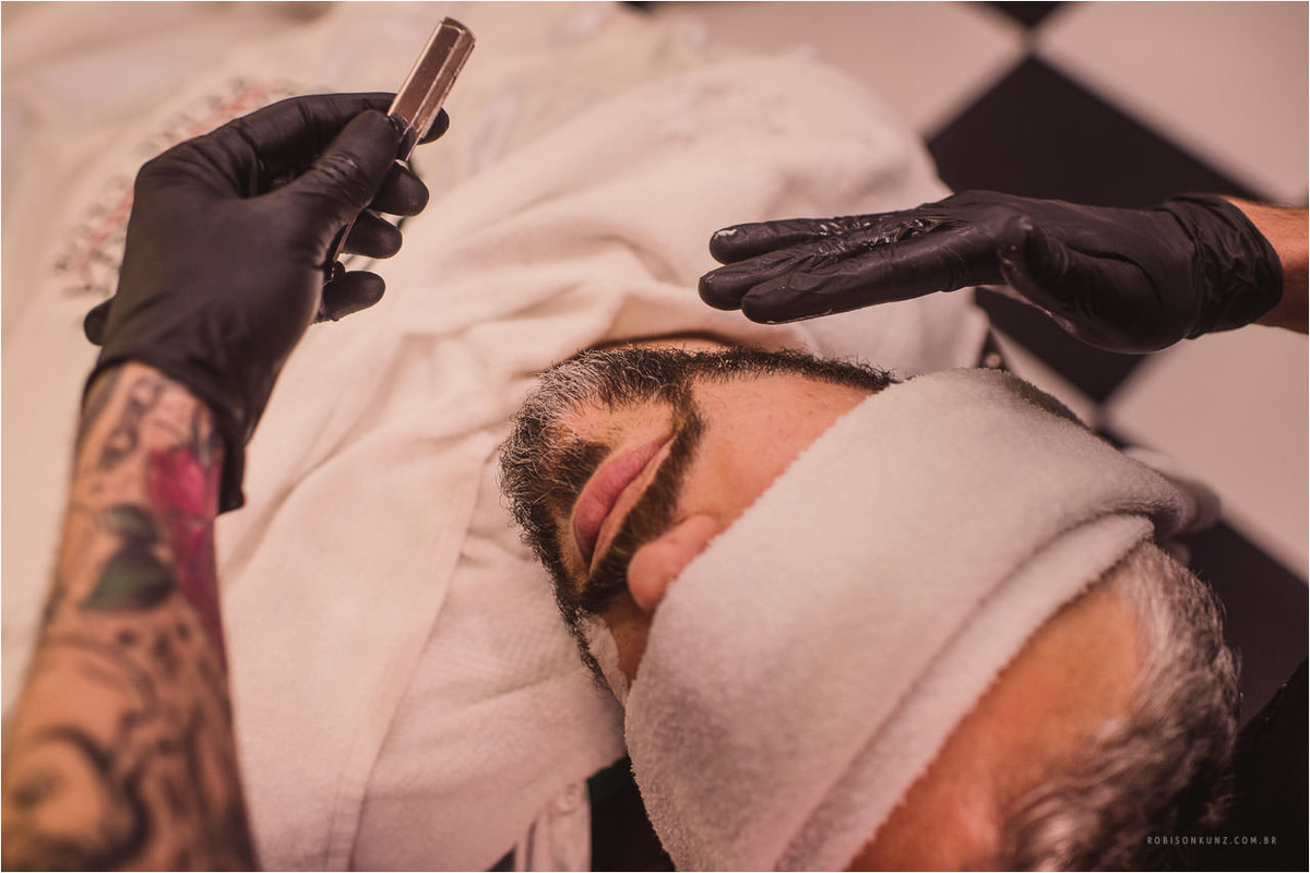 noivo fazendo a barba