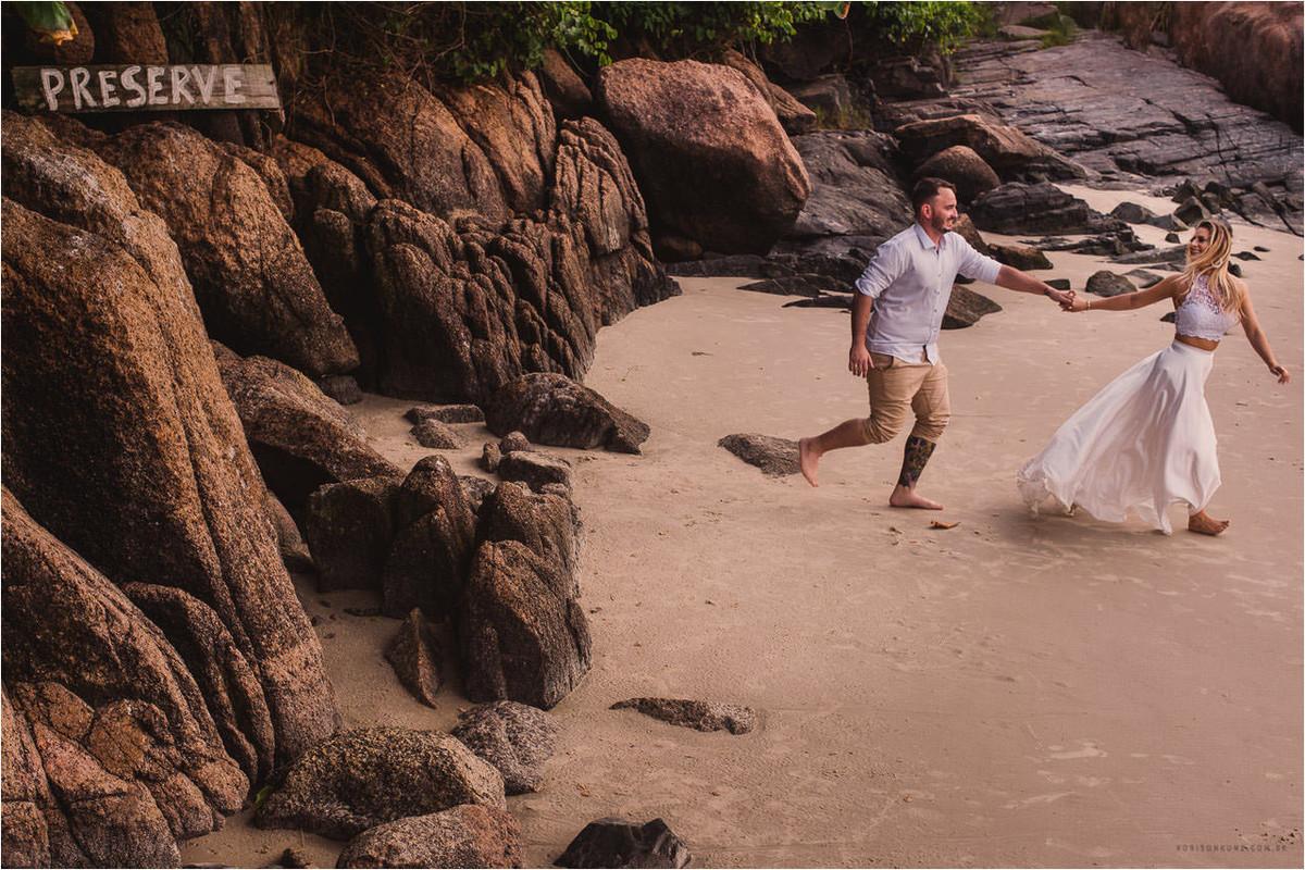 casal correndo praia da joaquina